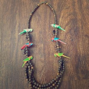 Jewelry - Vintage wooden parrot beaded necklace